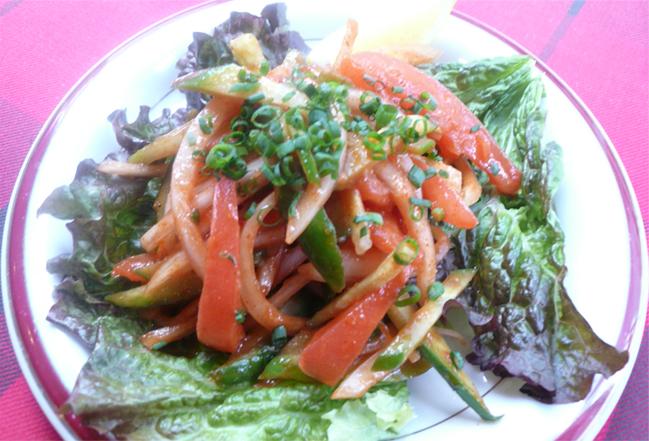 インドのピリ辛サラダ